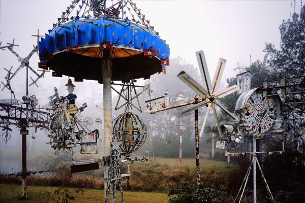 Burk Uzzle, Acid Park, 2009. Chromogenic print, edition 1/3; 60.125 x 75.375 inches (152.71 x 190.5 cm). Collection of the Nasher Museum of Art at Duke University, Durham, North Carolina. Gift of Charles Weinraub and Emily Kass in honor of Kimerly Rorschach, 2012.15.1. © Burk Uzzle.
