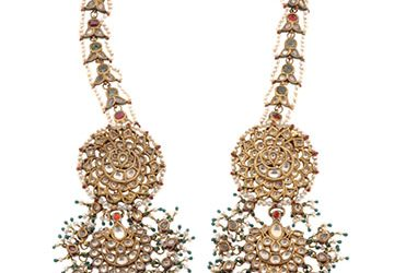 Indian (Delhi), Jhabbedar (pair of ear ornaments), 19th century. Enameled gold with white sapphires, rubies, seed pearls, and emerald beads; 9½ inches length (24.1 cm). © Doris Duke Foundation for Islamic Art, Honolulu, Hawai'i.