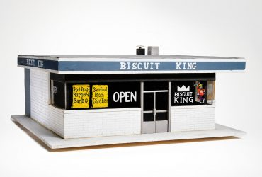 Jerstin Crosby and Bill Thelen, Biscuit King, 2007. Mixed media; 13.75 x 34.25 x 36 inches (34.93 x 87 x 91.44 cm). Courtesy of the artists. Image courtesy of the Nasher Museum of Art at Duke University, Durham, North Carolina. © Jerstin Crosby and Bill Thelen. Photo by Peter Paul Geoffrion.